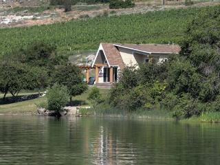 Secluded Waterfront Chalet Style Cottage, West Kelowna