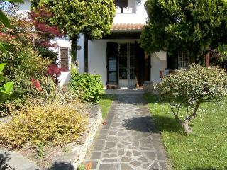 Splendida villetta con giardino in angolo e patio