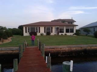Large water front  home 3/3 with expansive views of the river / sleeps 7
