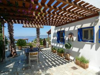 Lovely villa with swimming pool overlooking Aegean, Glossa