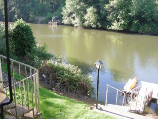 Large Private Riverfront Property, Portland