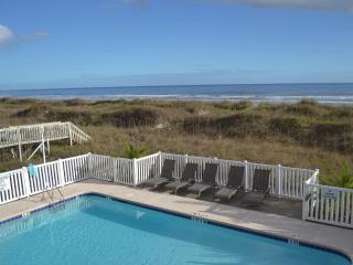 3 BR 3 BA Ocean Front Villa @ Cherry Grove Beach