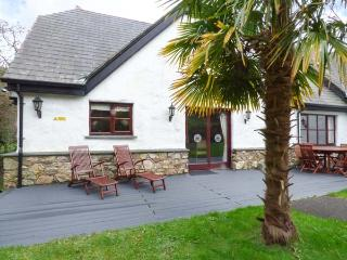 SNOWDROP, quality lodge with access to swimming pool, gym, WiFi, en-suites, Hust