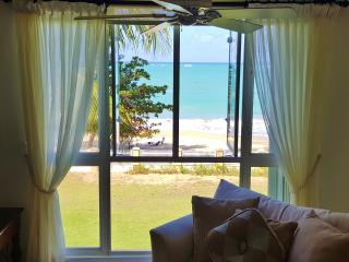 Living room with a Direct view to the White Sandy Beach
