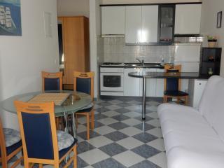 Indira Apartments A2, Loviste