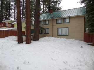 Budget Friendly 5 bedroom w/UNBEATABLE location, South Lake Tahoe
