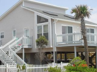 Modern beach cottage steps from ocean w/pool & spa, North Topsail Beach