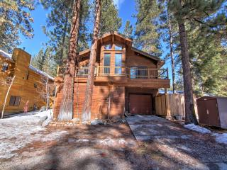 Gorgeous & Sizable 4BR Kings Beach Home w/Private Hot Tub, Fireplace, Wifi & Fenced Backyard - Walk to the Beach! Close to Ski Resorts and Nature Trails! Dog Friendly!