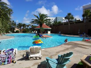 Awesome Luxury Resort Pool View, Beach Condo, Galveston