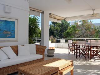 Creta, Bellresguard Apartment - pool/ beach 100 m.