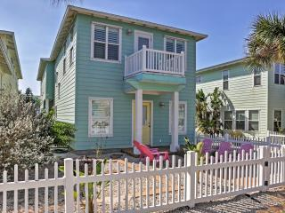 'Casa Bonita' Gorgeous 3BR + Loft Port Aransas House w/Wifi & Marvelous View of Community Pool! Terrific Location - Just 2 Minutes from the Beach, Arnold Palmer Golf Course, Downtown Dining & More!