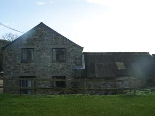 Spacious 2-storey barn conversion on organic farm, Gweek
