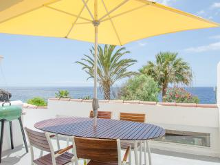 85 Seafront, golf, seawater swimming pool, Golf del Sur
