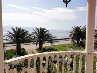 Apartment Pavlovic 1 with Sea View 20 m from beach, Sucuraj
