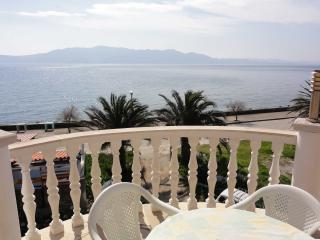 Apartment Pavlovic 2 for 4 persons with WiFi and BBQ, Sucuraj