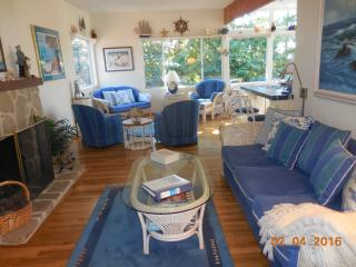Walk to downtown & beach from authentic, beautifully furnished Carmel cottage