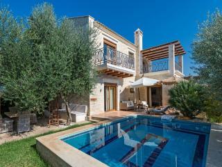 Villa Okalia -Luxurious in a rural area, sea view!, Stavromenos