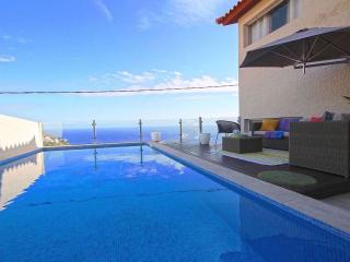 Villa Camacho III - Valley House, Calheta