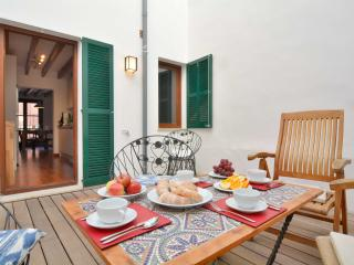 1 Palma Old Town apartment with terrace, Palma de Majorque