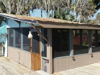 Waterfront Double Studio - Full Kitchen. Economical, Clean & Comfortable