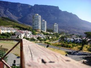 Room in HOUSESHARE on slopes of Table Mountain, Cape Town Central