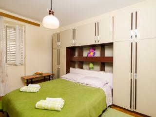 Guest House Curic - Double Room with Shared Bathroom-2