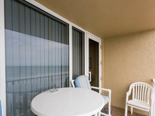 Direct oceanfront. Gorgeous designer condo studio., Daytona Beach