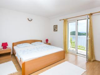 Apartments Marija- Two-Bedroom Apartment with Balcony and Sea View, Sobra