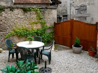 'Caprice' - Historic Cottage in Varzy, Burgundy