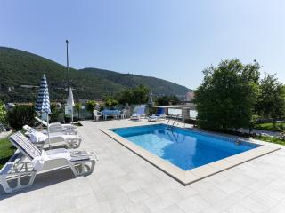 Villa Celenca - Two Bedroom Apartment with Terrace and Pool View - A1, Mokosica