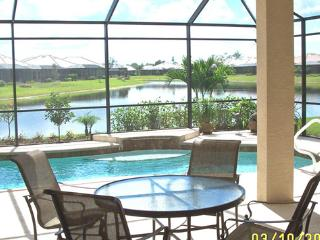 Stunning villa- private pool with LAKEVIEW in Lely