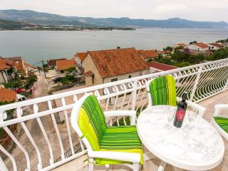 TH01886 Apartments Piteša / Three bedrooms Family A1, Trogir