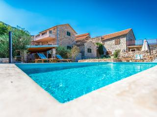 Villa with private heated pool- Villa Natura, Jelsa
