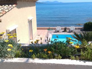 Sea front rustic 4 bed villa in beautiful bay