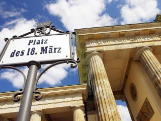 Lion's Den apartment in Friedrichshain {#has_luxu…