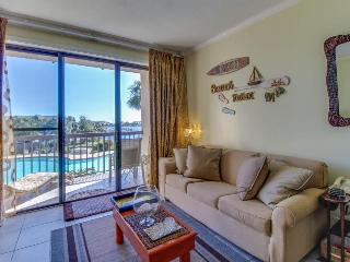 Cozy studio w/ shared pool & lovely bay views. Beach nearby, Snowbirds welcome!