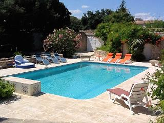 Boissières Gard, Andalusian-style Villa 12p. private pool, 15 km to Nîmes, Nages-et-Solorgues