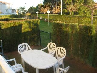 Apartment with patio 100m from the beach