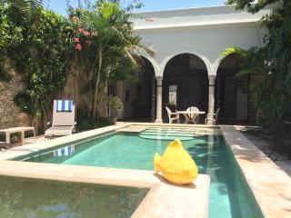 Luxury Colonial Urban Oasis for up to 4 people ! Private and central., Merida