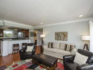 Comfy 1 BR, High End Finishes On Golf Course