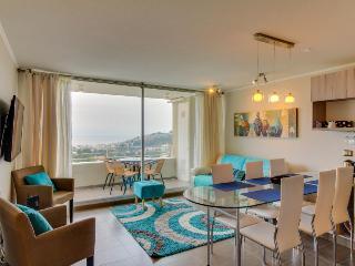 Gorgeous condo w/shared pools & hot tub, plus ocean views!, Reñaca