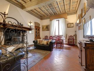 Spacious One Step To Pantheon apartment in Centro Storico with WiFi & air condit