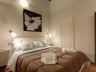 One Step to Ponte Vecchio apartment in Duomo with WiFi & airconditioning.