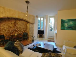 Luxury apartment with pretty courtyard in Sarlat, Sarlat-la-Caneda