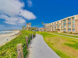 Bree's Ocean Point Penthouse: Panoramic Ocean and Sunset Views, Steps from Boardwalk and Sand, Bikes, San Diego