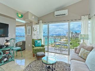 Penthouse condo with million-dollar ocean views! Free parking and WiFi!, Honolulu