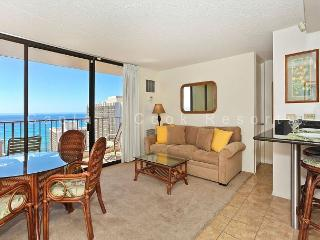INCREDIBLE Ocean views!  Close to beach!  A/C, WiFi, Parking!, Honolulu