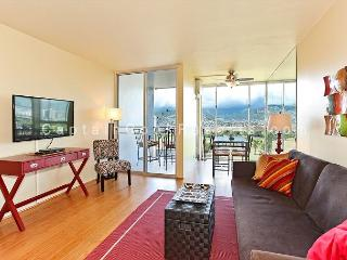 Golf Course and Mountain Views!  Monthly Rental/FREE parking/Great Rates!, Honolulu