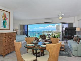 Sweeping Ocean Views, remodeled, steps to beach, washlet, parking!  Sleeps 4., Honolulu