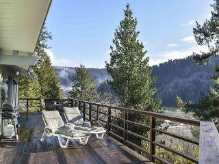 Viewcrest Retro Country Home * Redwood National Park,Ocean & Mtn Views, Orick
